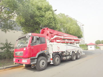 China Betonpumpe-LKWs RHD 37m 8x4 FAW 380HP mit LNG-Maschine fournisseur